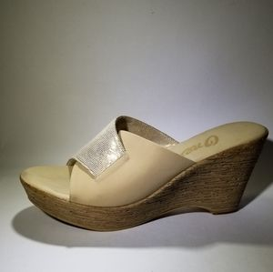 ONEX WEDGE SANDAL SIZE 9